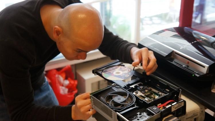 تعمیرات-کنسول--بازی-ایکس-باکس-وان-XBOX-One---ایکس-باکس-360-Xbox---پلی-استیشن-4-PlayStation---پلی-استیشن-3-PlayStation--PSP-،-کینکت-KINECT