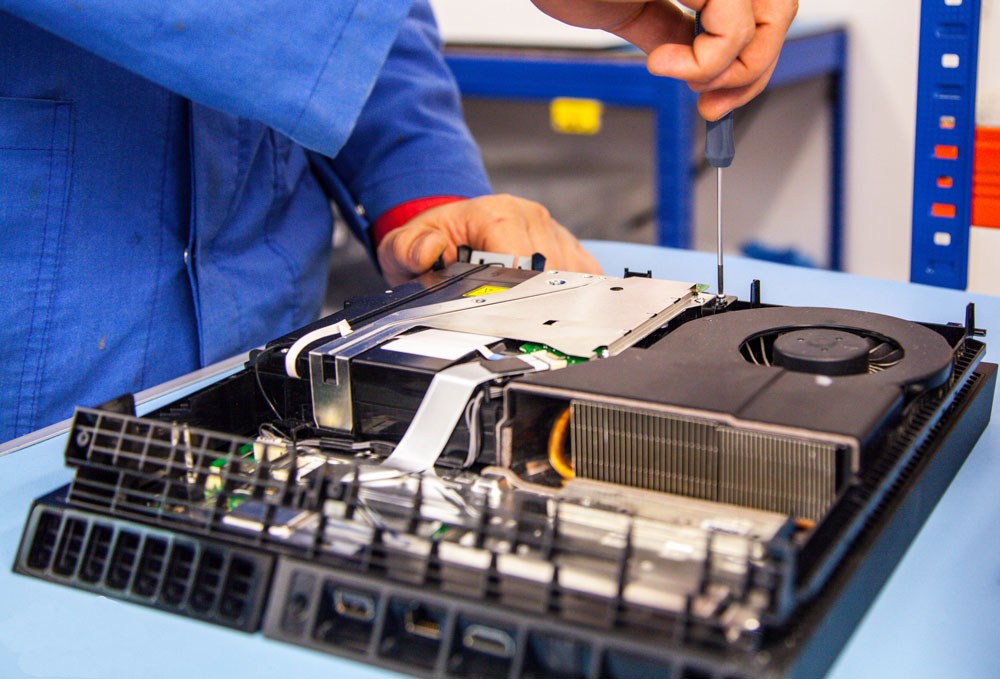 تعمیرات تخصصی نسل هشتم کنسول ایکس باکس وان XBOX One , و پلی استیشن 4 PLAYSTATION 4